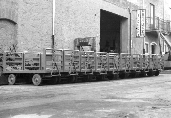 Vecchia sede di Via Orfanotrofio, 9 - Primo lotto di consegna carrelli trasporto bagagli (1968)