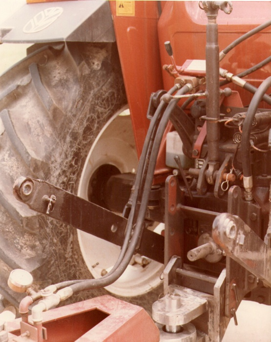Veicoli per prova sperimentale impianto di frenatura idraulica Ferruzza - Particolare prototipo occhione F3 e gancio D3 - Cadriano (BO) anno 1985